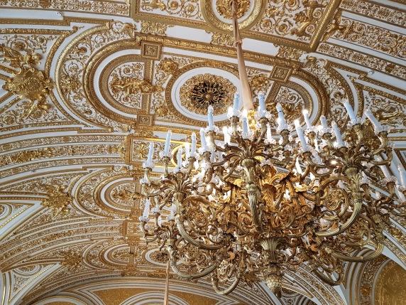 Kronleuchter im Winterpalast in Sankt Petersburg