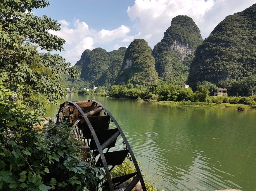 Wasserrad am Yulong River