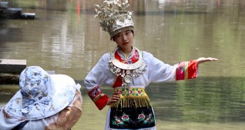 Vor allem junge Frauen lassen sich gerne in traditioneller Kleidung fotografieren.
