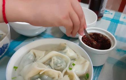 Dumplings werden in China zu jeder Tageszeit gegessen. Und es gibt so viele verschiedene Sorten! Hier: Jiao Zi