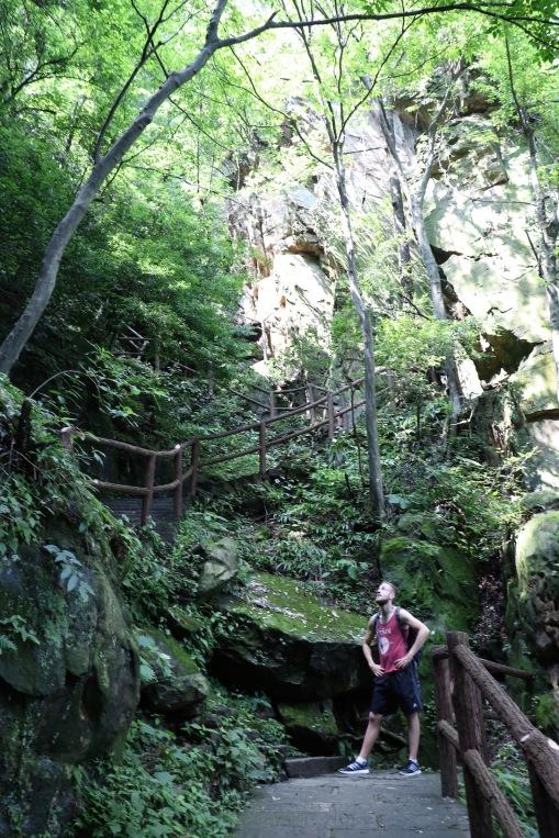 Immer wieder Stufen im Zhangjiajie Nationalpark