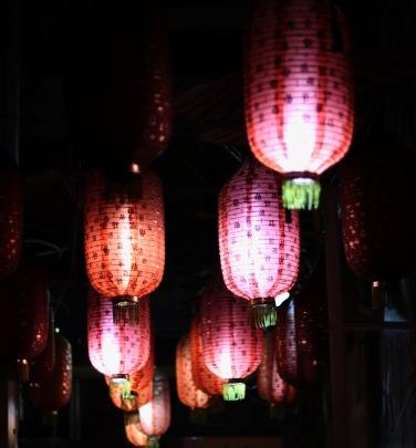 Lampions in der Straße zu unserem Hostel.