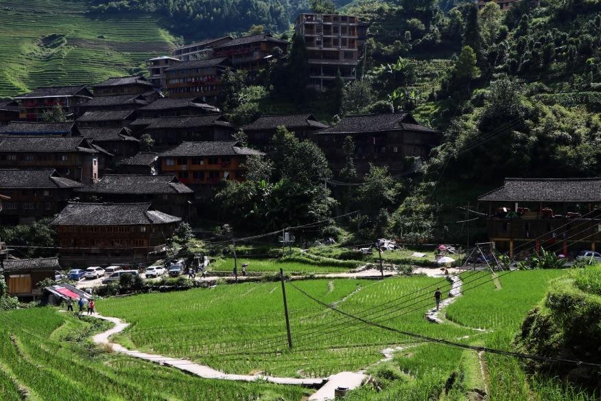 Ein Dorf am Fuße der Longji Reisterrassen
