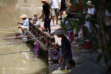 Fischer am Ufer das Tuo Jiang River..
