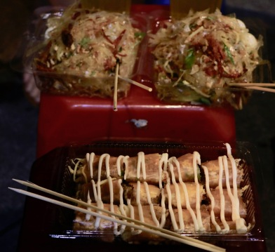 Bahn Trang Tron (Reispapier-Salat mit getrocknetem Fleisch) und Bahn Trang Cuon (Reispapier-Rollen)