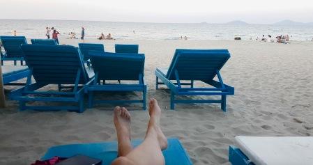 Einfach mal die Seele baumeln lassen. Unser erster richtiger Strandtag auf der Weltreise.