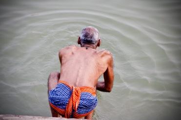 Sich einmal im Leben im Ganges waschen. Eines der großen Ziele eines jeden Hindu