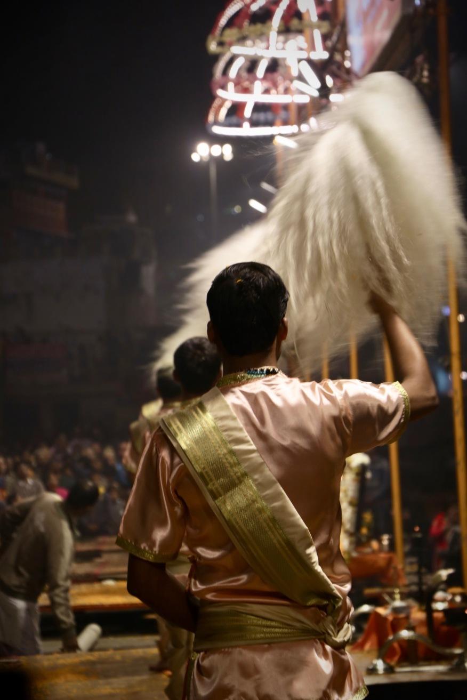 Jeden Abend erwartet die Besucher eine beeindruckende Zeremonie am Ganges in Varanasi