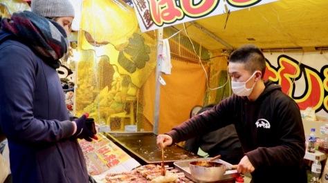 Street Food im Sumiyoshi Taisha am Hatsumōde