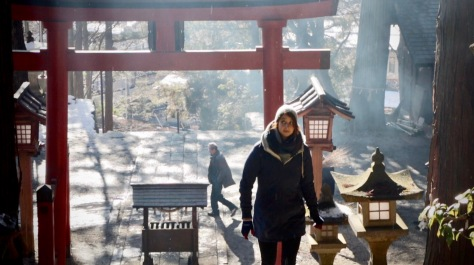 Historic Walk in Takayama. Im Hintergrund Rauch der Feuer vom Dondo Yaki.