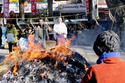 Dondo Yaki: Neujahrsbräuche in Takayama