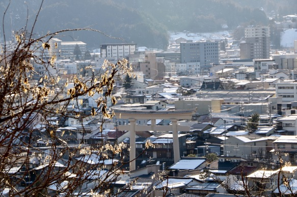 Ausblick auf Takayama - ein riesiges Tor eines Schreins
