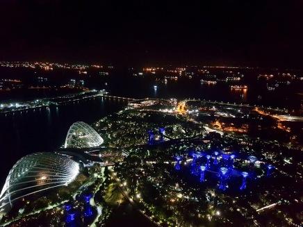 Singapurs Supertrees von oben vom Marina Bay Sands Hotel