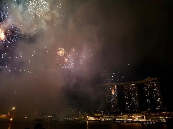 Feuerwerk am Marina Bay Sands Hotel um Mitternacht!